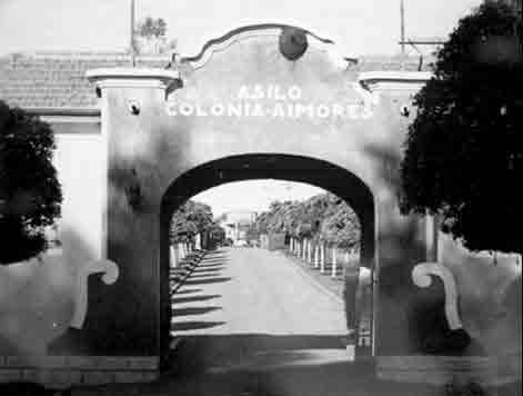 Entry to the colony - historical photograph