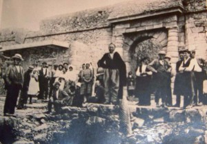 Patients near the entry to Spinalonga