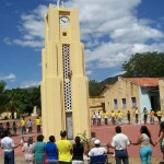 The residents gathered around the coluna da hora (clock tower) in Antônio Diogo