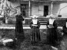 The Sisters of St. Vincent Du Paul, the first nursing staff at the hospital in Carville, in 1896. (Times-Picayune: http://www.nola.com/175years/index.ssf/2012/08/our_times_carville_leprosarium.html)