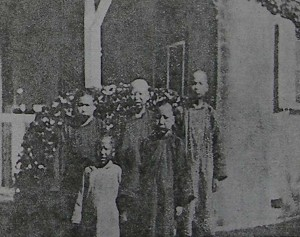 Boys at Siao Kan – a photo from Wu's visit. (Leper Quarterly)
