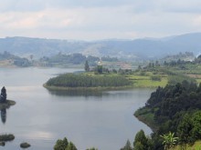 Uganda_Lake-Bunyonyi