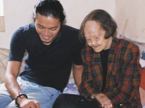 Harada with Linghou villager Cai Wanquing
