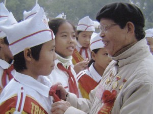 Nguyen Duc Thin (right): a Teacher of the Nation
