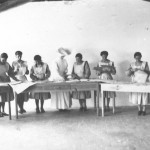 Women working in groups at Rovisco Pais
