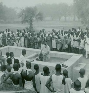 Missionary Herman Landis baptising people affected by leprosy in Nigeria. (Brethren Historical Society and Archives)